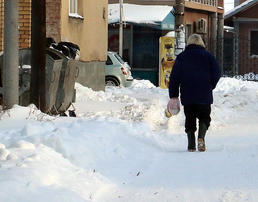 APEL: Očistite sneg ispred stambenog i poslovonog objekta