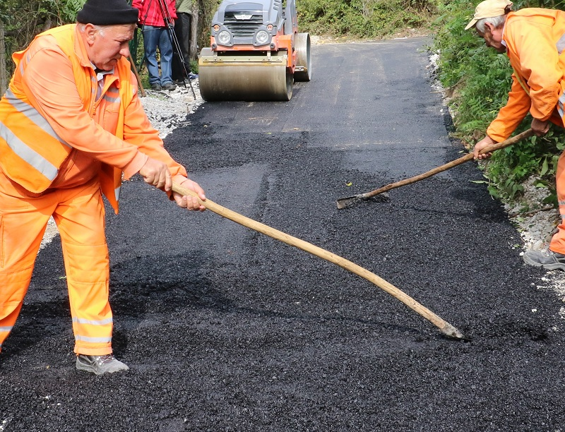 Krpljenje udarnih rupa, asfaltiranje, ilustracija, foto: M. Stevanović, portal ,,Knjaževačke novine''