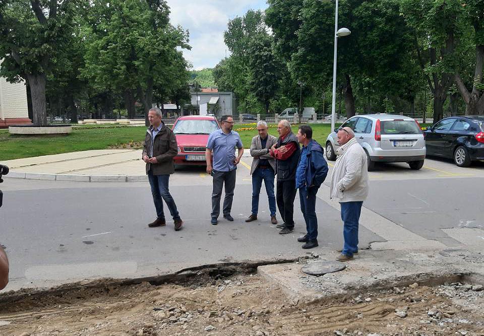 Predsednik opštine obilazi mesto gradnje, foto: A.S.