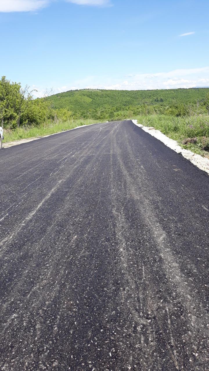 Asfaltirano 7 km puta kroz selo Beli Potok