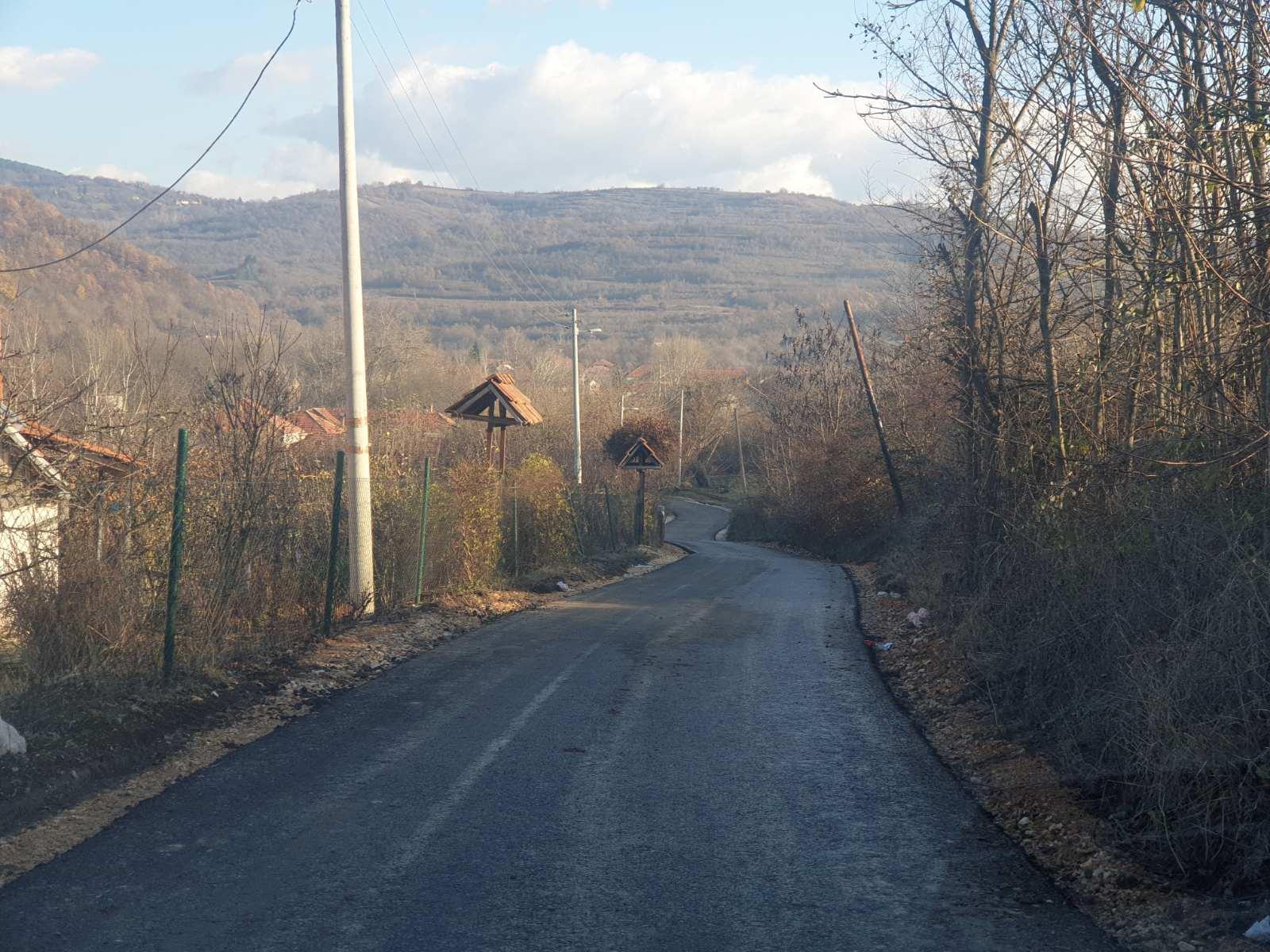 Novi asfalt za ulice Carice Milice, Dragoljuba Jankovića i put ka Berčinovačkom brdu (FOTO)