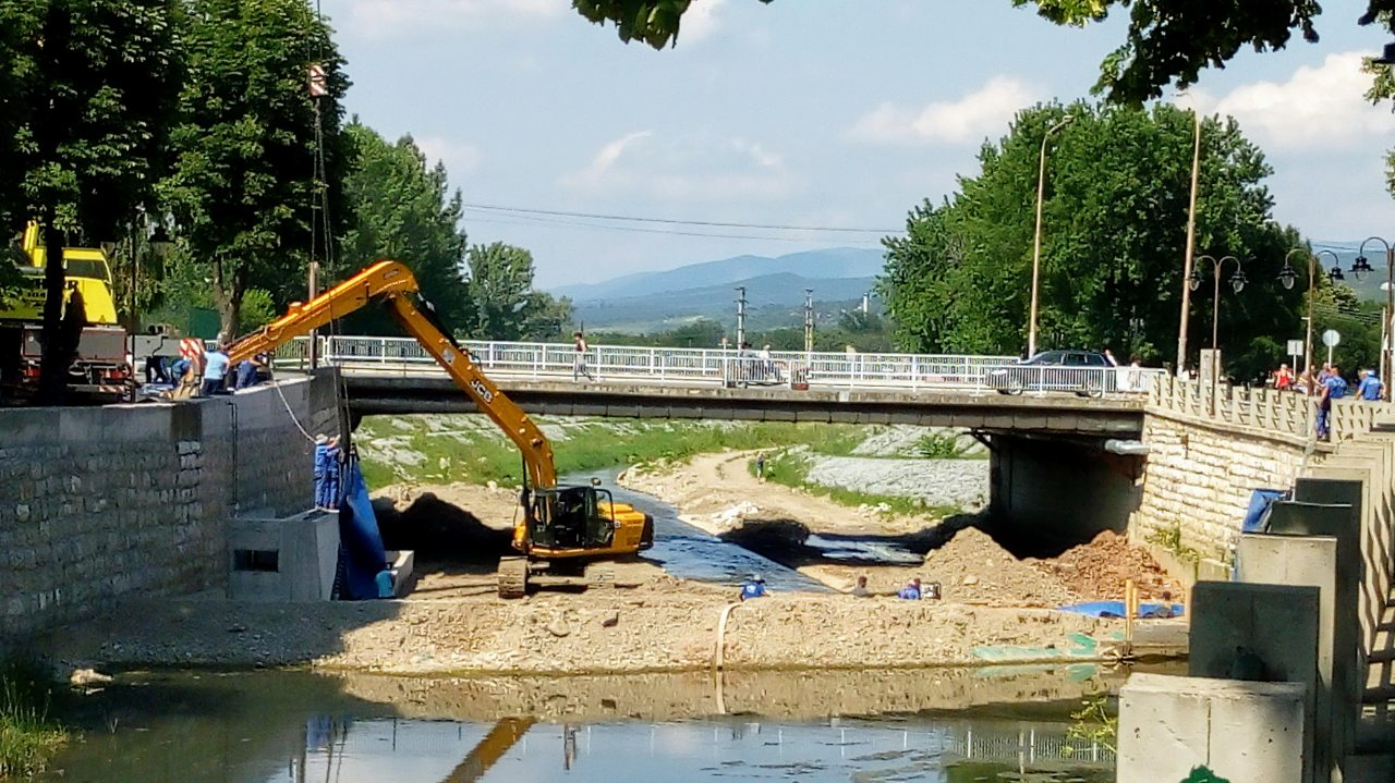 Postavljanje brane, foto: M.M.