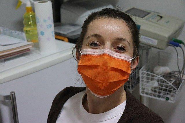 Ilustracija, maska, foto: Vesna Harni, preuzeto: Pixabay.com