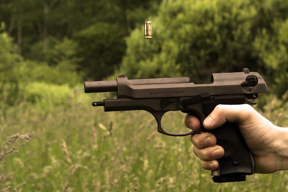Ilustracija, pištolj, foto: Markéta Boušková