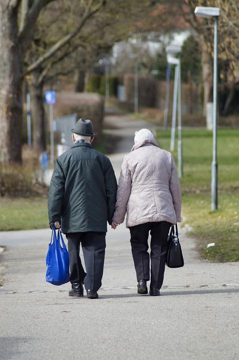 Stariji građani, foto ilustracija, preuzeto: pixaby, autor: Marzena P.